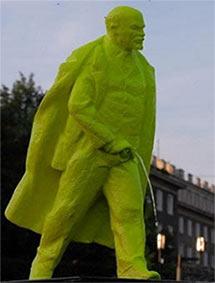 Peeing lenin statue