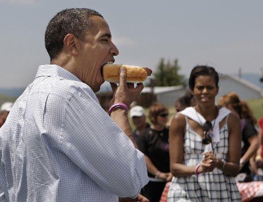 obama-hot-dog-july-4-2008-butte-mt-ap.jpg