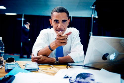 461_30_Barack-Obama-using-his-Mac-and-Blackberry.jpg