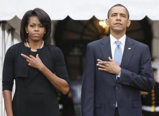 obamas-fingers-crossed3.jpg