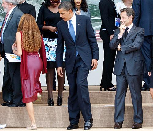 Obama-Checking-Out-Girls-Butt.jpg