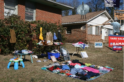 2012_Yard_sale_on_ObamaSt_1.jpg