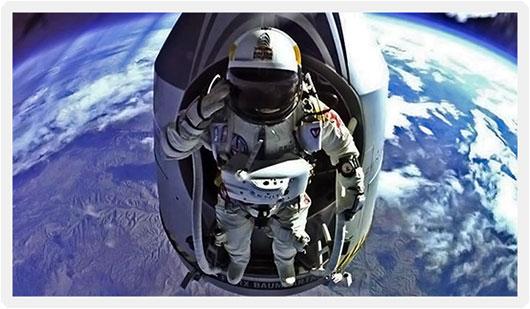 Red-Bull-Stratos-Felix-Baumgartner-And-Capsule-High-Altitude-Salute.jpg