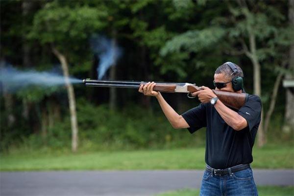 Obama_Shoots_Gun.jpg