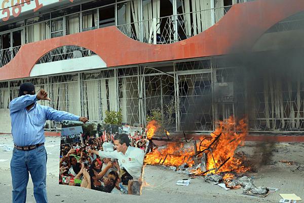 Teachers_Union_riot_Mexico.jpg