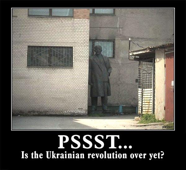Lenin_Statue_Hiding_Pssst.jpg
