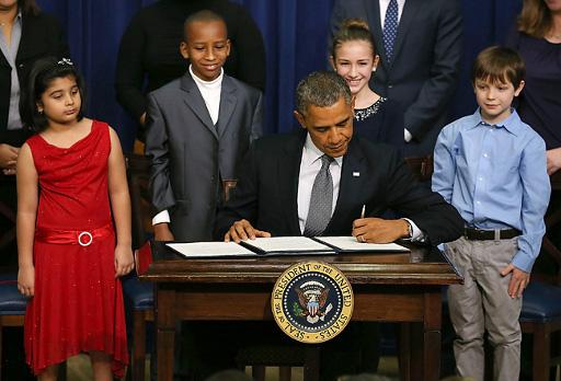 obama-sign-executive-orders.jpg