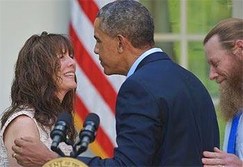 Bergdahl_mom_Obama.jpg