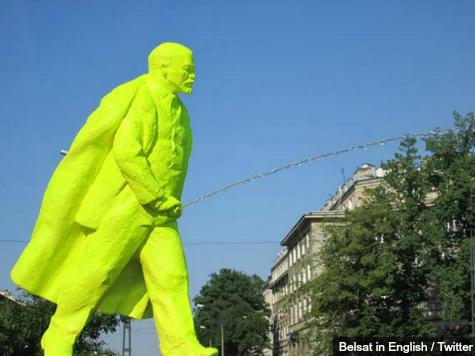 lenin-peeing-statue-belsat-in-english-twitter.jpg
