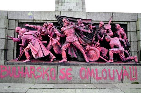 Bulgarian_Soviet_Soldiers_Monument_Pink.jpg