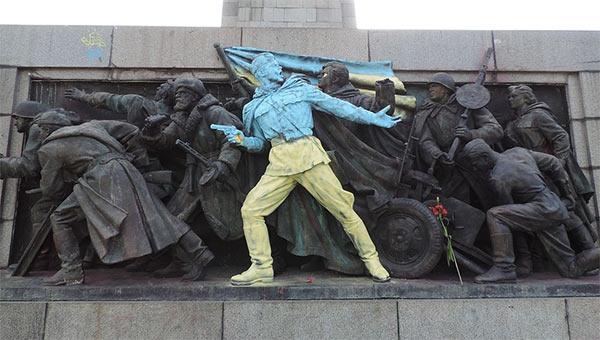 Bulgarian_Soviet_Soldiers_Monument_Ukraine.jpg