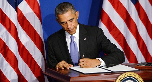 Obama_Signs_Paper.jpg