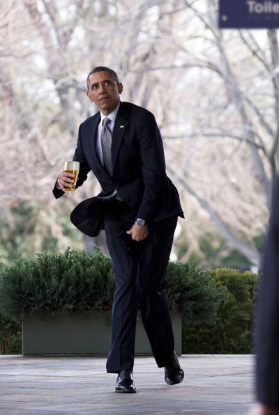 Obama_Funny_Walking.jpg