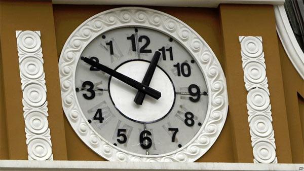 Backward_Clock_Bolivia.jpg