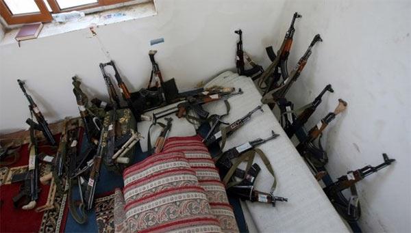 Yemen_Houthis_Arms.jpg