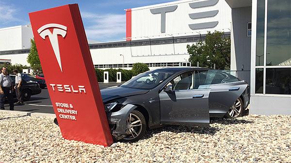 Tesla_Car_Crash.jpg
