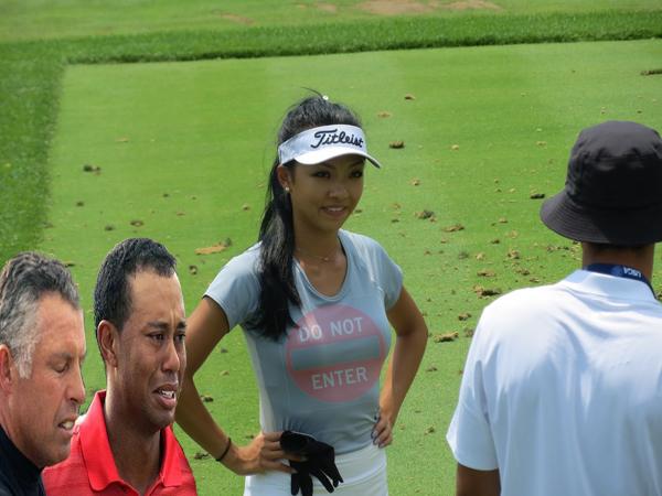 chinese girl golf.jpg