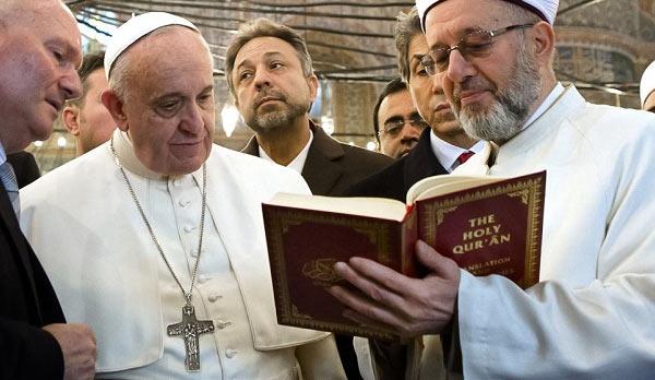 Pope_Francis_Koran.jpg
