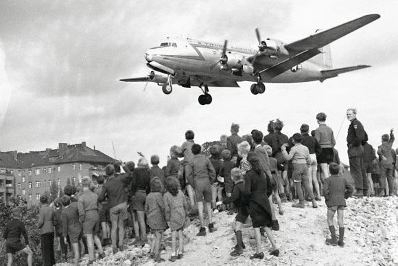 DE.DDR.Rosinenbomber.26.07.1948 - 27.08.1949.1.jpg