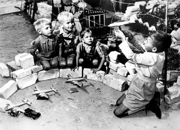 DE.DDR.Rosinenbomber.26.07.1948 - 27.08.1949.3.(w=600).jpg