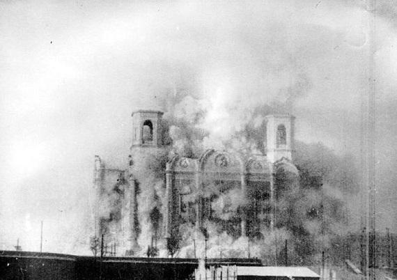 SU.Moscow.Christ_saviour.1931.explosion.(600).jpg