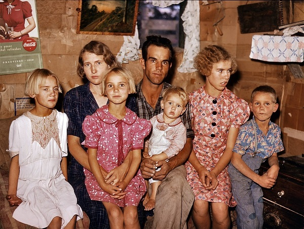 US.Family.kids.in.Sept. 1940.(Kodachrome).(German + Italiano_).Jack Whinery Family.Pie Town, NM.dugout-house.by Russell Lee.(600).jpg