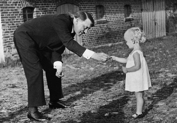 Hitler.Kind.kids.(see - Stalin.Happy-Childhood.kids.1.jpg).(600).jpg