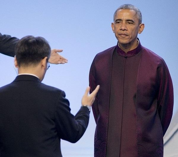 dictator.Obama.(2014.11.10.APEC.CHI).Herr Hop macht auf Mao.BIG.EXCERPT.jpg