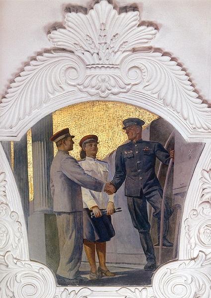 SU.Moscow.Metro.Kievskaya.mural.soldier-trainworker.(locomotive).(600).jpg