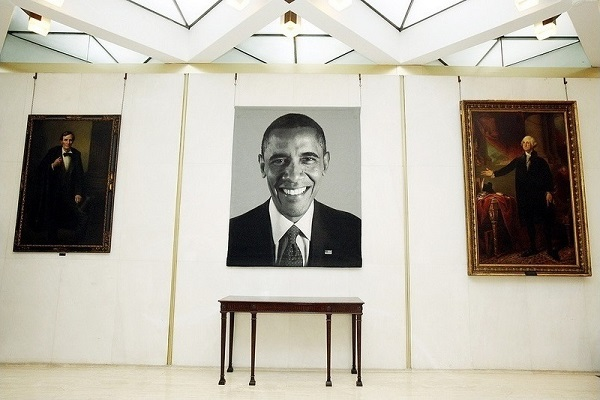 US.UK.2013.12.15.Obama.US embassy in London unveils huge tapestry of Obama.EXCERPT.1.jpg