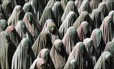 AFG.not!.Saudi-Arabia_.women.multi.total.burqa.jpg