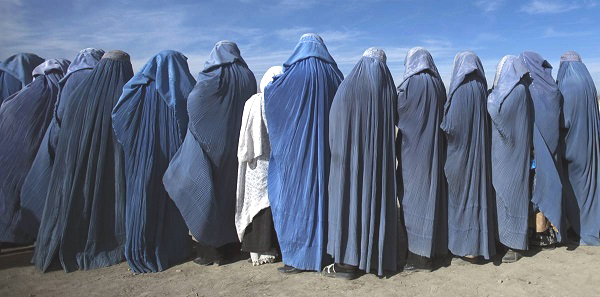 AFG.women.line.cash-for-work-project.burqa.(600).jpg