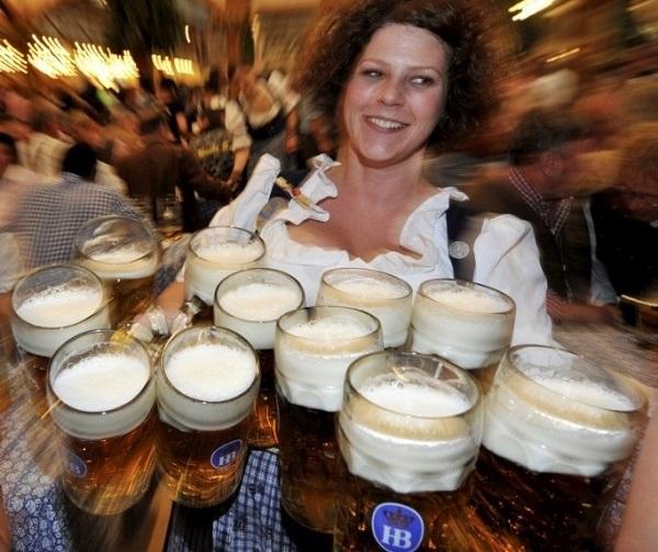 DE.Bier.Ausschenken.4.(600).jpg