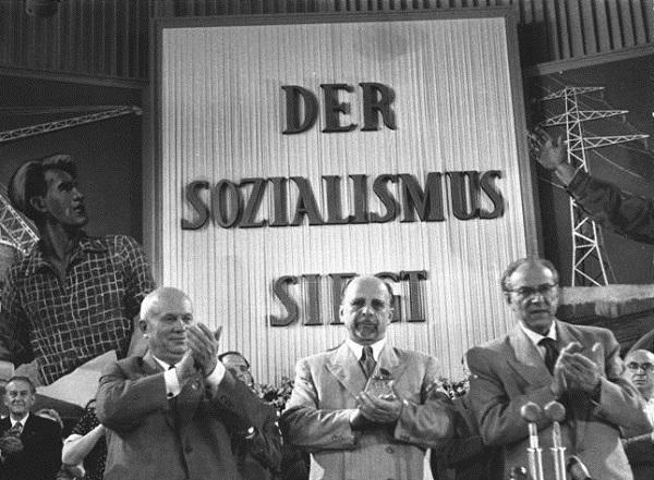 DDR.Berlin.Khrushtchev.Ulbricht.(5-Parteitag der SED, 1958).jpg