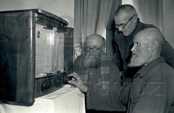 p4_SU.kolkhoz.radio.1950s.jpg