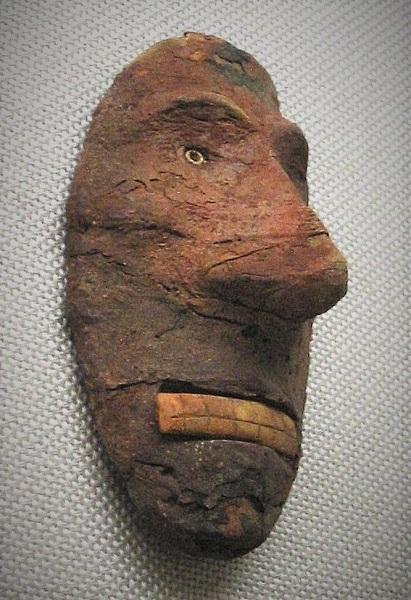 CHI_Europoid_Mask_Lop_Nur_Nor_2000_1000_BCE .jpg