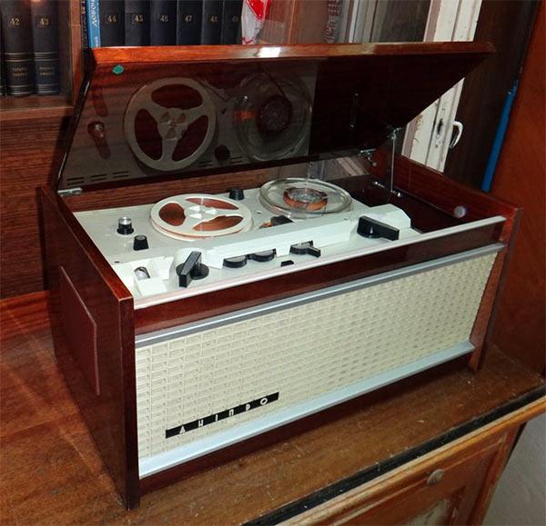 Dnipro_Tape_Recorder_2.jpg