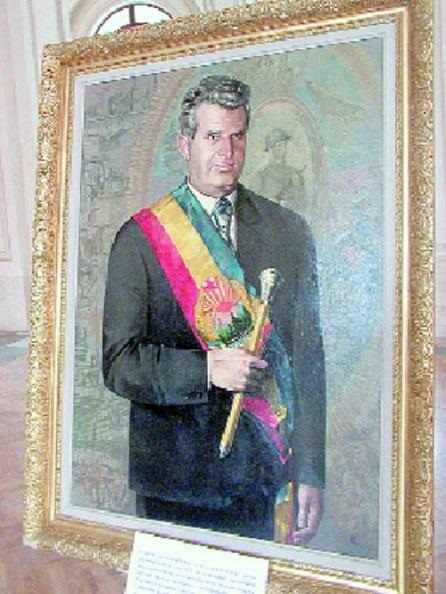 Ceausescu_sceptre_1974_painted.jpg