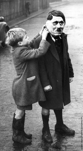 Hitler_Moustachio_Man_(London_1938)_(600).jpg