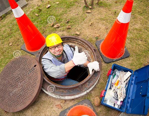 Manhole_Worker.jpg