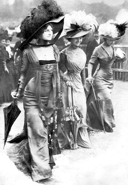 p6_Women_Day_bourgeois_Longchamp_Racing_Paris_1908.jpg