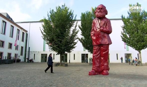 DE.Trier.Karl-Marx-Monument-(simulation).jpg