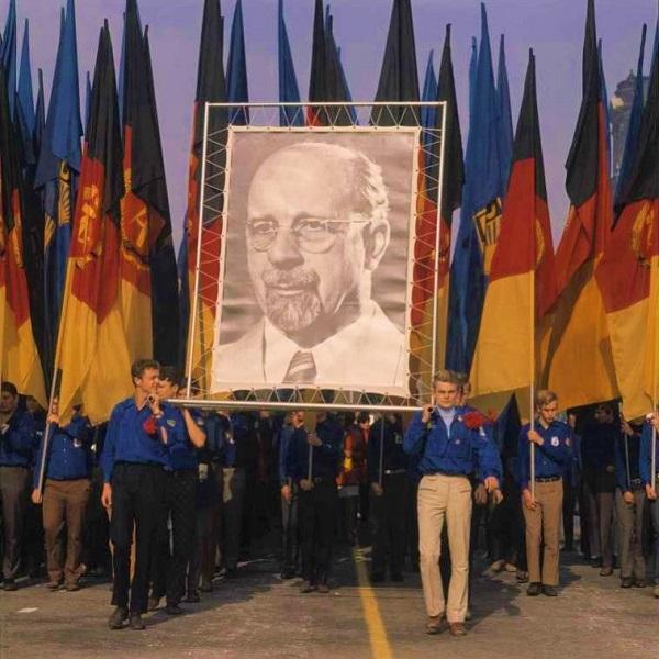 DDR.Ulbricht.Marsch.(600).jpg