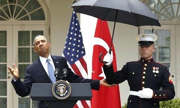 Obama_Military_umbrella_(600).jpg