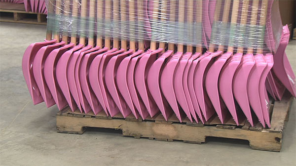 Pink_Shovels.jpg