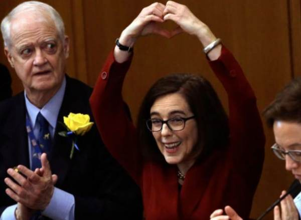Oregon Governor Brown.jpg