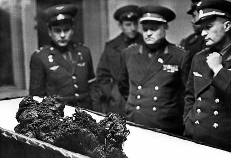 Vladimir Komarov cosmonaut corpse.jpg