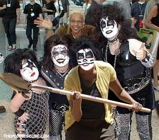 Moochelle Shovel Kiss.jpg