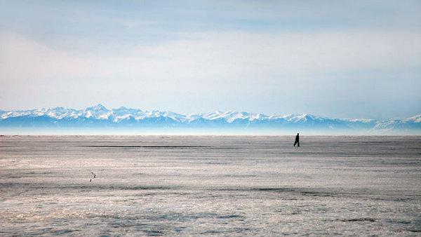 siberian_baikal_lake_winter_walk2.jpg