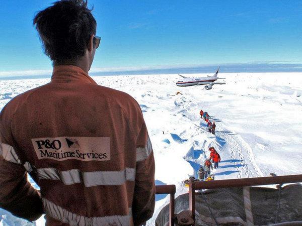 MH370-Passengers-board-MV-Akademik-Shokalskiy.jpg